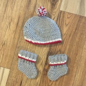BRAND NEW 6-12 month Knitted socks and hat